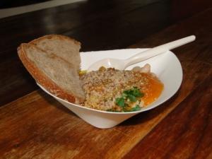 zuppa di zucca e cannellini nei piatti ecologici